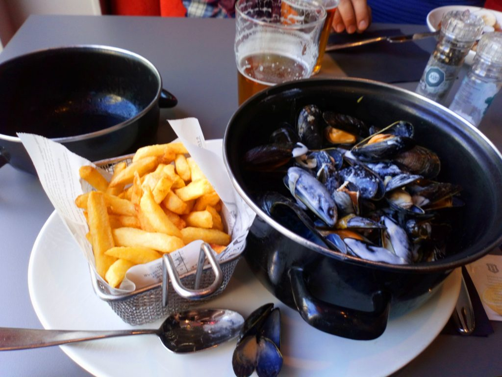 Коронное+блюдо+севера+Франции+.Мидии+в+сыре+Рокфор+и+картошка+фри.